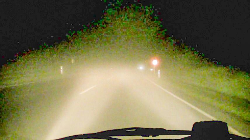Bật đèn pha khiến người lái chối mắt hơn