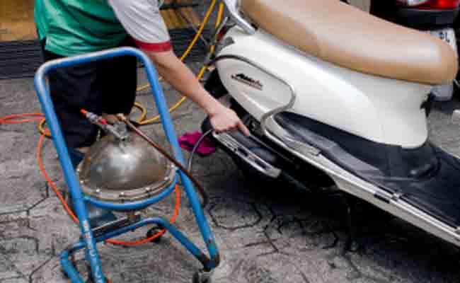 Máy hút dầu nhớt xe máy