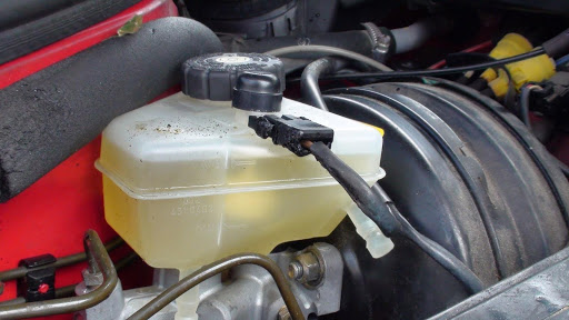 Kiểm tra lượng nước làm mát và bổ sung