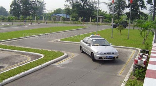 kỹ thuật lái xe ô tô trong sa hình