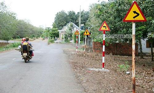 biển báo: nhường đường cho người đi bộ