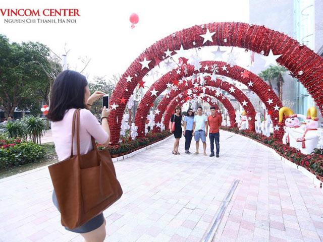 Đón giáng sinh tại trung tâm thương mại Nguyễn Chí Thanh