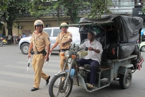 xe máy chuyên dùng tham gia giao thông