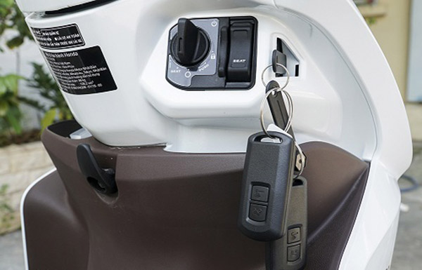 mở bình xăng đơn giản bằng khóa thông minh