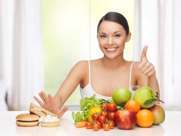 Thực hiện chế độ ăn hợp lý để giúp mông nhỏ hơn