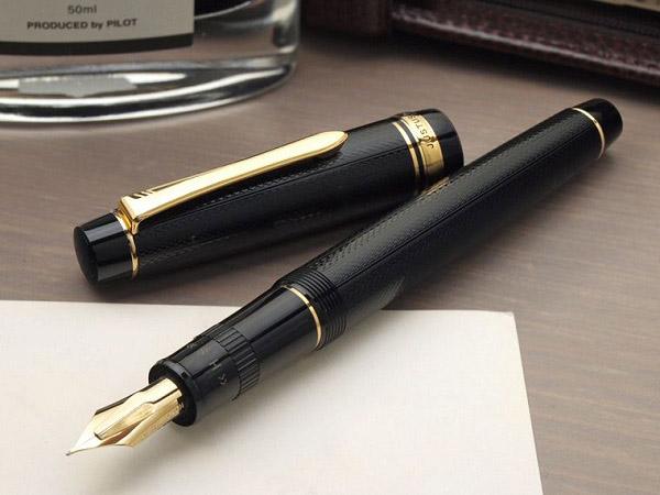 Bút ngọc trai cũng là món quà không nên bỏ qua