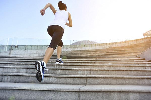 Leo cầu thang - bài tập giúp mông nhỏ hơn