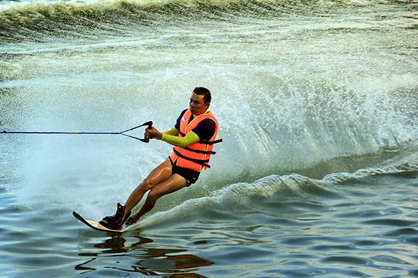 Lướt ván cano