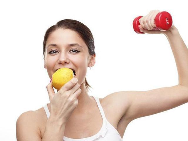 Nên ăn nhẹ trước 1 giờ khi vào các bài tập gym